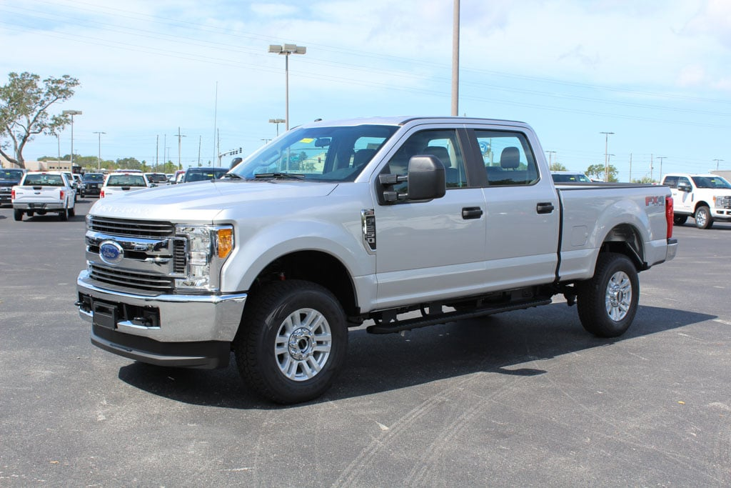 2017 F-250 Crew Cab 4x4 Pickup #7W2B1634 - photo 4