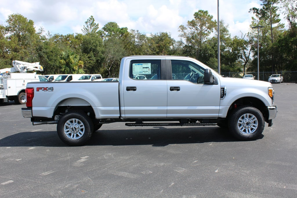2017 F-250 Crew Cab 4x4 Pickup #7W2B1634 - photo 8