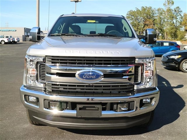 2017 F-250 Crew Cab 4x4 Pickup #7W2B3656 - photo 3