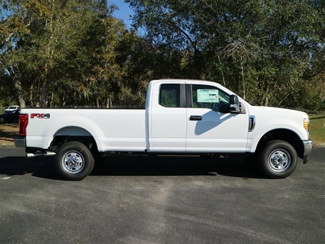 2017 F-250 Super Cab 4x4 Pickup #7X2B3657 - photo 3