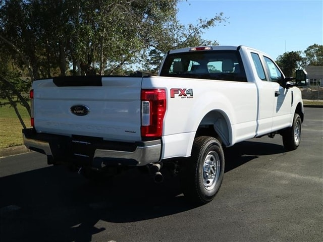 2017 F-250 Super Cab 4x4 Pickup #7X2B3657 - photo 4