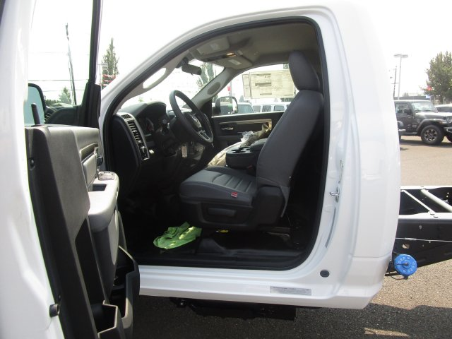 2018 Ram 5500 Regular Cab DRW 4x4,  Cab Chassis #087429 - photo 22