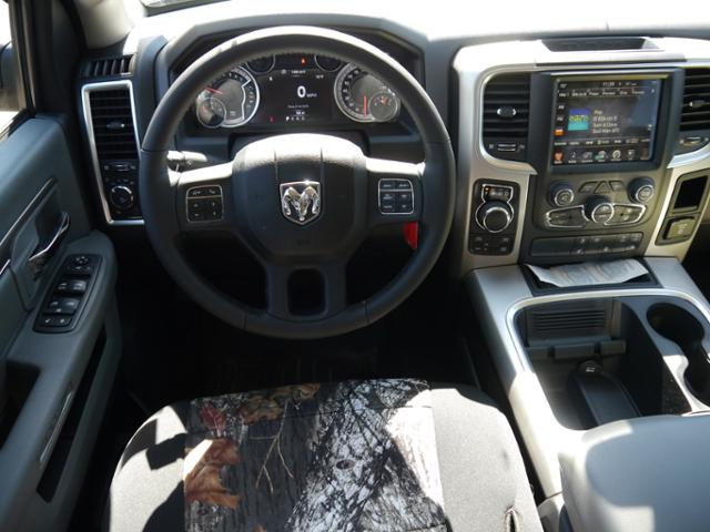 2017 Ram 1500 Crew Cab 4x4 Pickup #217162 - photo 6