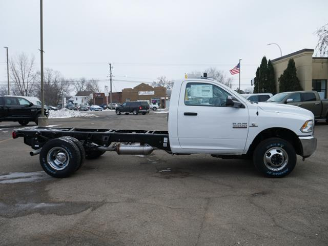 2018 Ram 3500 Regular Cab DRW 4x4,  Cab Chassis #218368 - photo 3