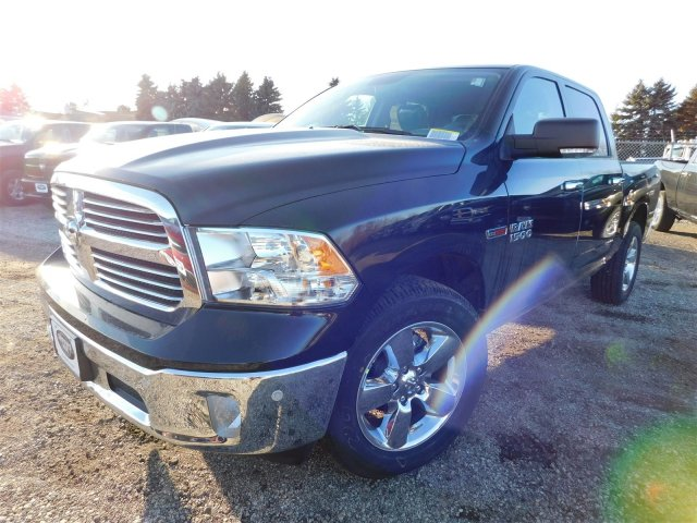 2017 Ram 1500 Crew Cab 4x4 Pickup #417603 - photo 3