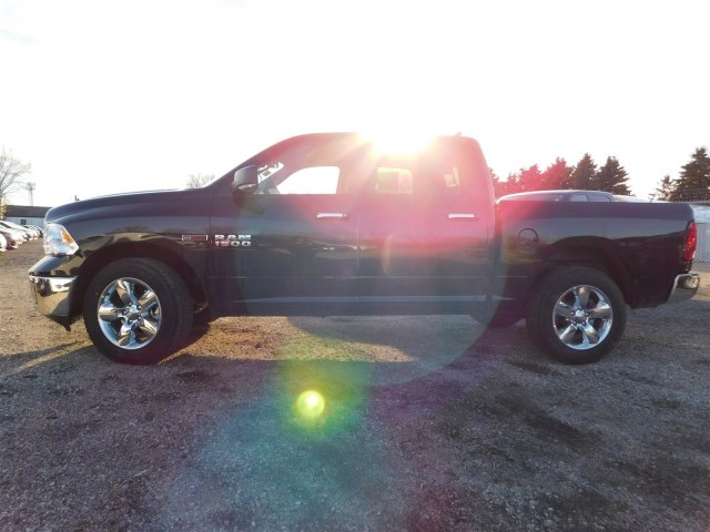 2017 Ram 1500 Crew Cab 4x4 Pickup #417603 - photo 4