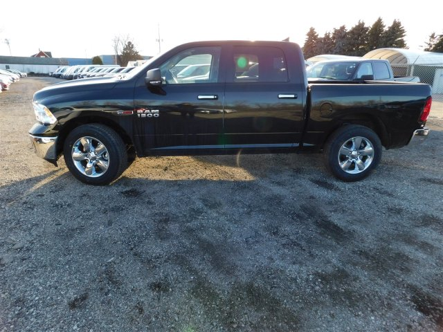 2017 Ram 1500 Crew Cab 4x4 Pickup #417603 - photo 5