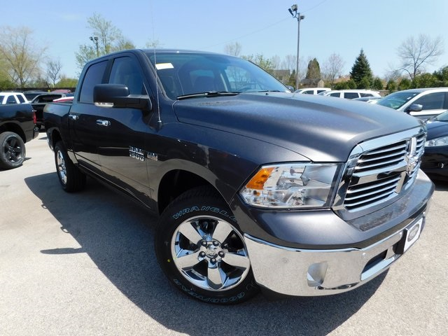 2018 Ram 1500 Crew Cab 4x4, Pickup #418337 - photo 3