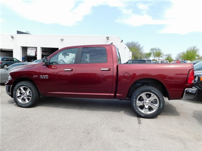2018 Ram 1500 Crew Cab 4x4, Pickup #418341 - photo 2