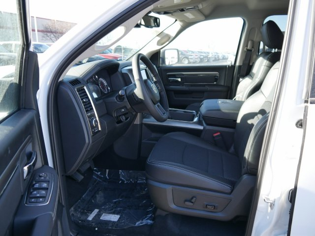 2018 Ram 1500 Crew Cab 4x4 Pickup #N28016 - photo 4