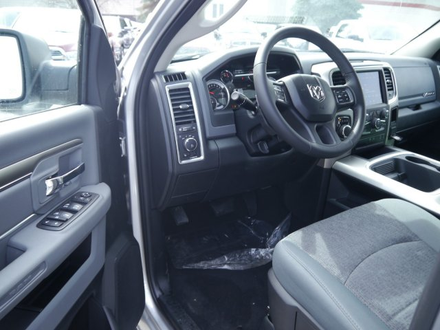 2018 Ram 1500 Crew Cab 4x4, Pickup #N28544 - photo 3