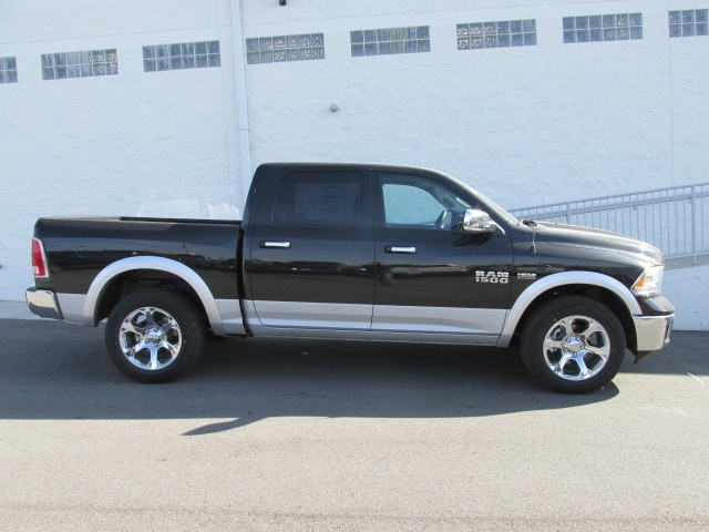 2018 Ram 1500 Crew Cab 4x4, Pickup #8D0187 - photo 3