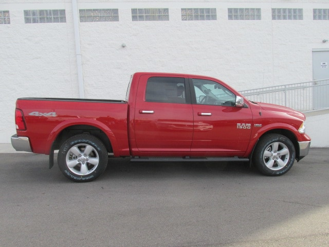 2018 Ram 1500 Crew Cab 4x4, Pickup #8D0265 - photo 3