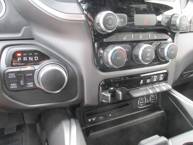 2019 Ram 1500 Crew Cab 4x4, Pickup #9D0013 - photo 15