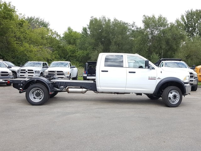 2017 Ram 5500 Crew Cab DRW Cab Chassis #617280 - photo 4