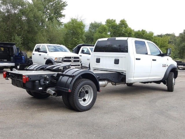 2017 Ram 5500 Crew Cab DRW Hauler Body #617280 - photo 2