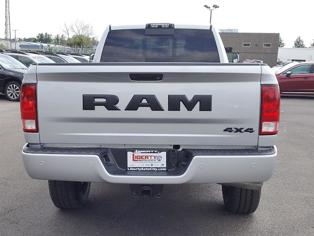 2017 Ram 3500 Crew Cab 4x4, Pickup #617340 - photo 11