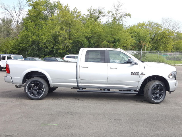 2017 Ram 3500 Crew Cab 4x4, Pickup #617340 - photo 5