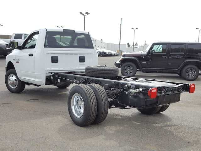 2018 Ram 3500 Regular Cab DRW, Cab Chassis #618004 - photo 4