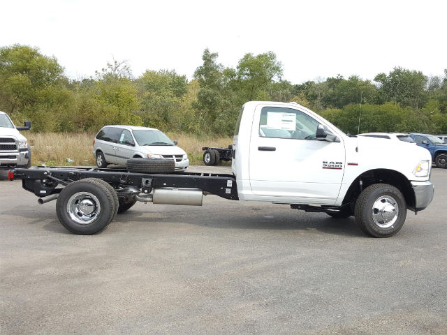 2018 Ram 3500 Regular Cab DRW, Cab Chassis #618006 - photo 5
