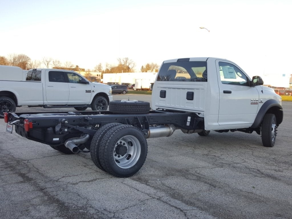 2018 Ram 5500 Regular Cab DRW Cab Chassis #618076 - photo 3
