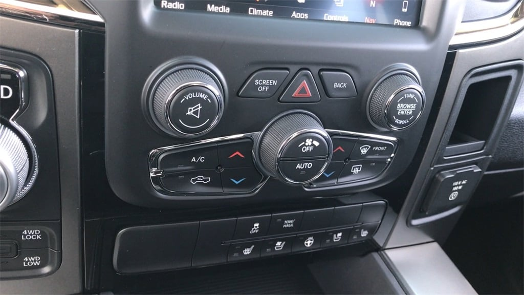 2018 Ram 1500 Crew Cab 4x4, Pickup #618092 - photo 10