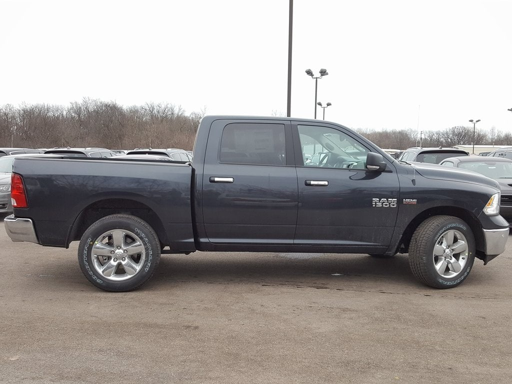 2018 Ram 1500 Crew Cab 4x4, Pickup #618152 - photo 7