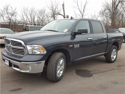 2018 Ram 1500 Crew Cab 4x4, Pickup #618152 - photo 4