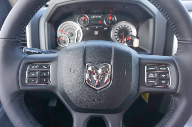 2018 Ram 1500 Crew Cab, Pickup #C80331 - photo 9