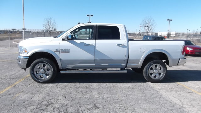 2017 Ram 3500 Crew Cab 4x4 Pickup #17-D8050 - photo 3