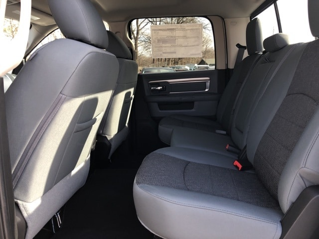 2018 Ram 1500 Crew Cab 4x4, Pickup #18136 - photo 18