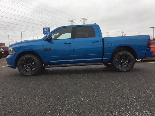 2018 Ram 1500 Crew Cab 4x4 Pickup #D180364 - photo 4