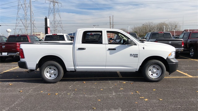 2019 Ram 1500 Crew Cab 4x4,  Pickup #D190312 - photo 3