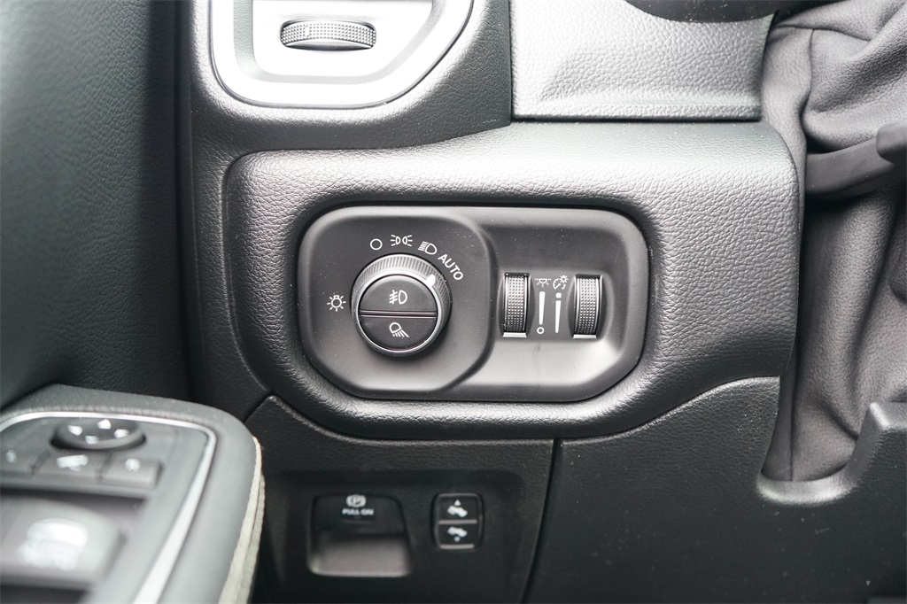 2020 Ram 1500 Crew Cab 4x4, Pickup #R2510 - photo 24