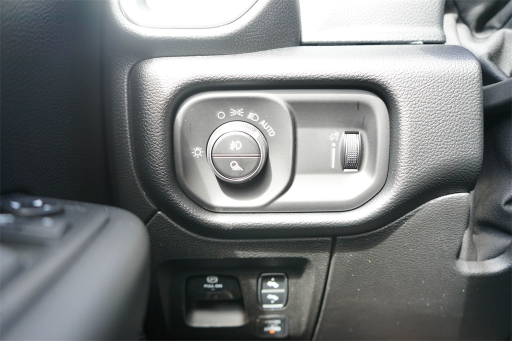 2020 Ram 1500 Crew Cab 4x4, Pickup #R2541 - photo 19