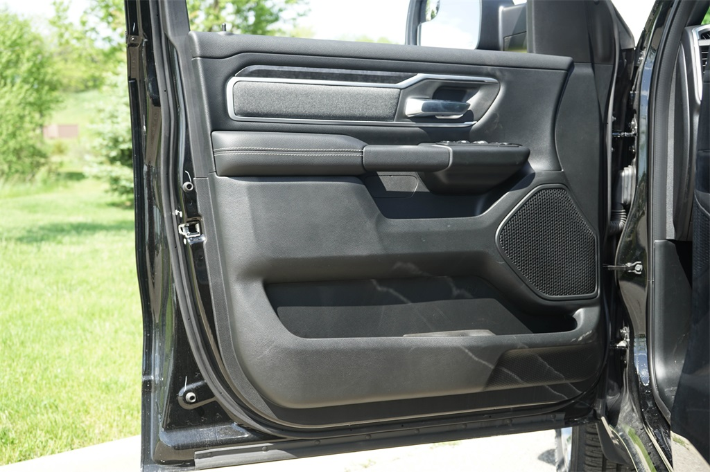 2020 Ram 1500 Crew Cab 4x4, Pickup #R2546 - photo 19