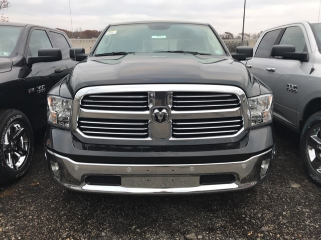 2017 Ram 1500 Crew Cab 4x4 Pickup #W7516 - photo 4