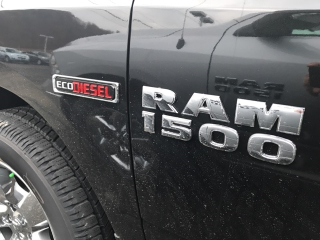 2017 Ram 1500 Crew Cab 4x4 Pickup #W7516 - photo 7