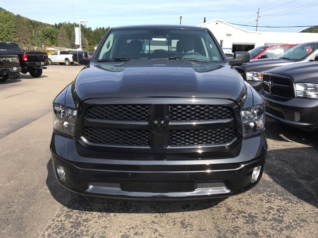 2018 Ram 1500 Crew Cab 4x4 Pickup #W8016 - photo 4