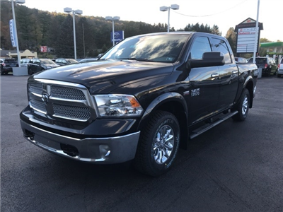 2018 Ram 1500 Crew Cab 4x4 Pickup #W8032 - photo 3