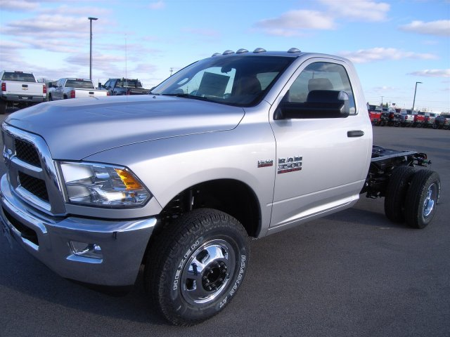 2018 Ram 3500 Regular Cab DRW 4x4, Cab Chassis #8T74 - photo 1