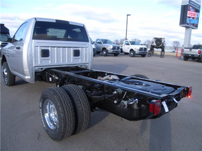 2018 Ram 3500 Regular Cab DRW 4x4, Cab Chassis #8T74 - photo 2