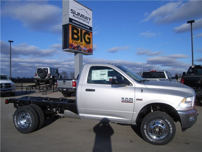 2018 Ram 3500 Regular Cab DRW 4x4, Cab Chassis #8T74 - photo 3