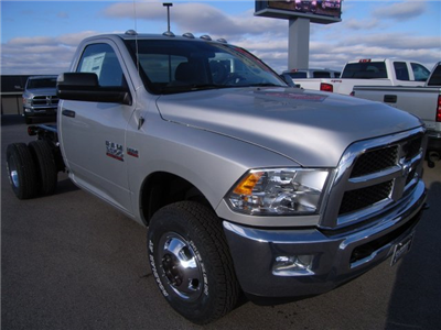 2018 Ram 3500 Regular Cab DRW 4x4, Cab Chassis #8T74 - photo 4