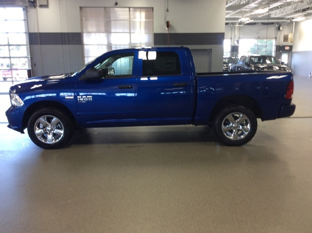 2019 Ram 1500 Crew Cab 4x4,  Pickup #R19093 - photo 5