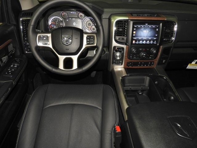 2017 Ram 1500 Crew Cab 4x4 Pickup #171083 - photo 4