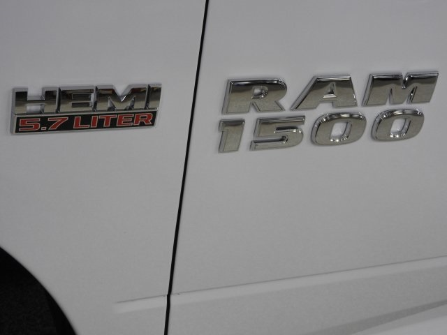 2017 Ram 1500 Crew Cab 4x4 Pickup #17965 - photo 15