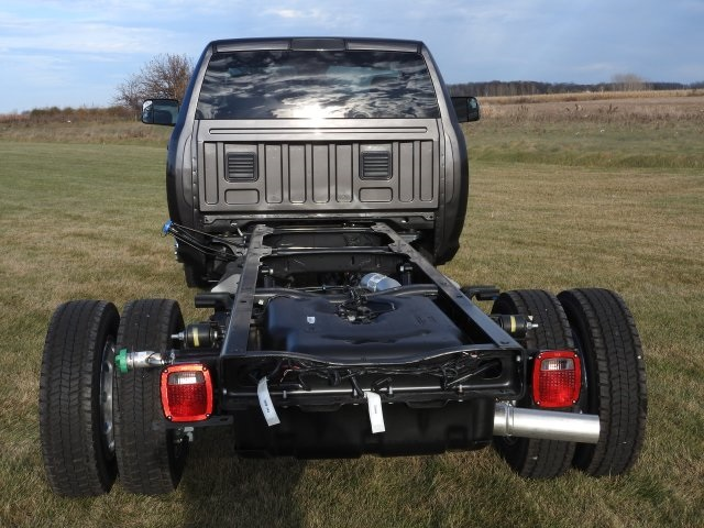 2018 Ram 5500 Regular Cab DRW 4x4, Cab Chassis #18068 - photo 14
