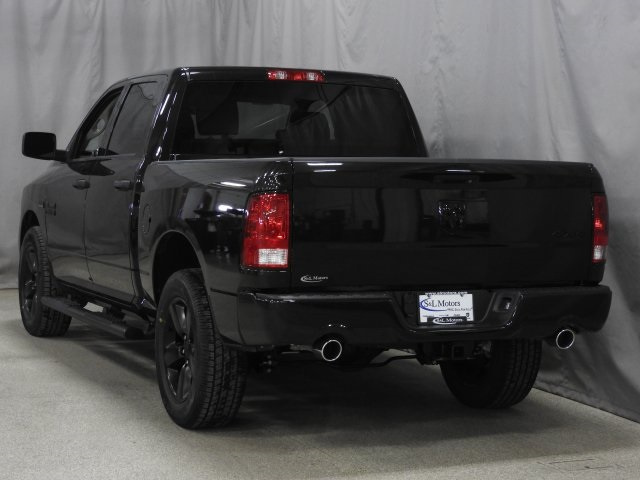 2018 Ram 1500 Crew Cab 4x4 Pickup #18278 - photo 2