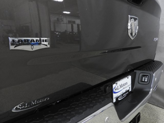 2018 Ram 1500 Crew Cab 4x4 Pickup #18413 - photo 22